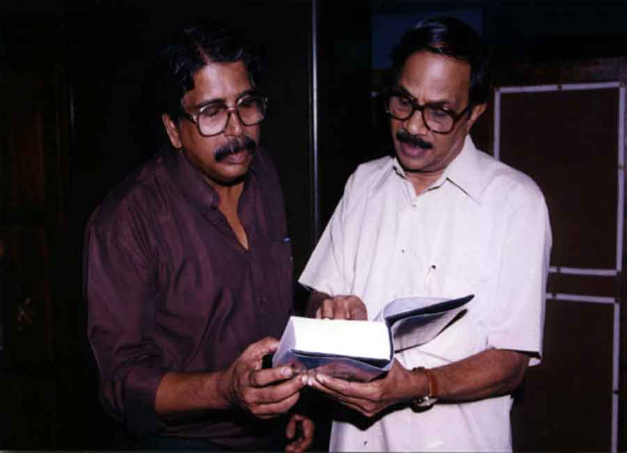 E Harikumar with   M.T. Vasudevan Nair in 1999. Mr. M.T.V. Nair, the Gyanpeeth Award Winner is the foremost novelist and short story writer. He is also a well-known script writer and movie maker.